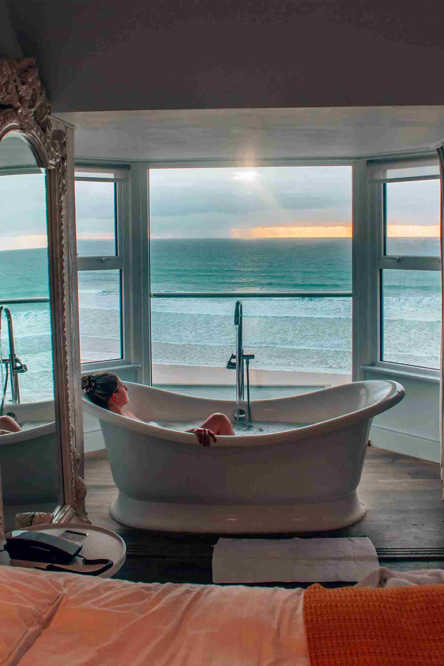 Sea view bath.jpg