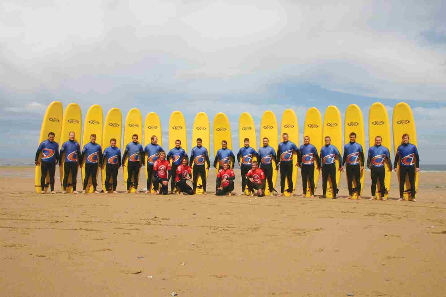 Large-surf-lesson-with-the-Extreme-Academy.jpg