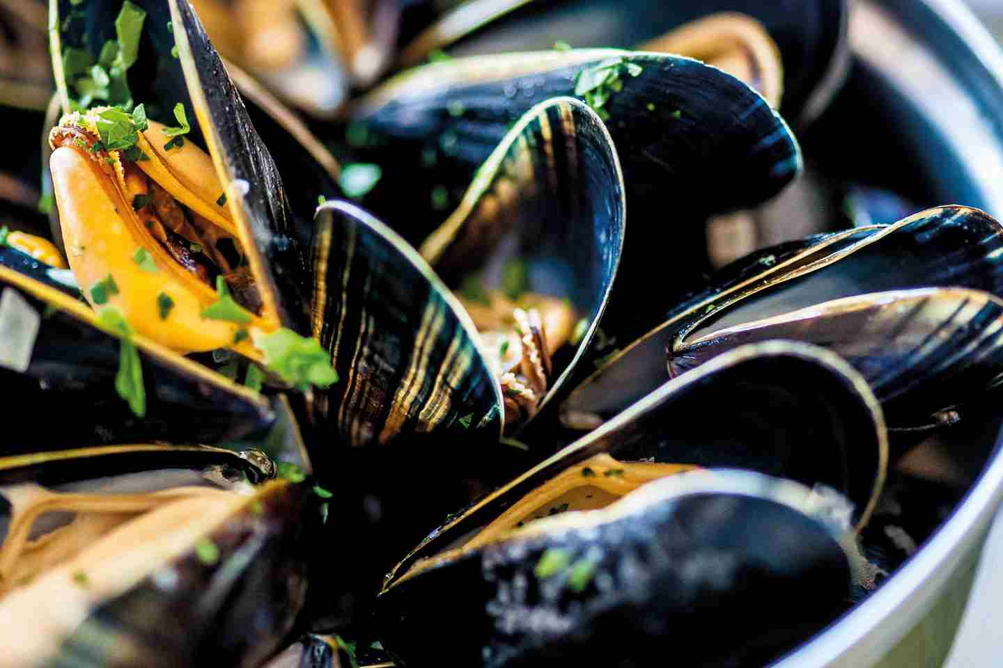 The-Beach-Hut-moules-marinieres.jpg