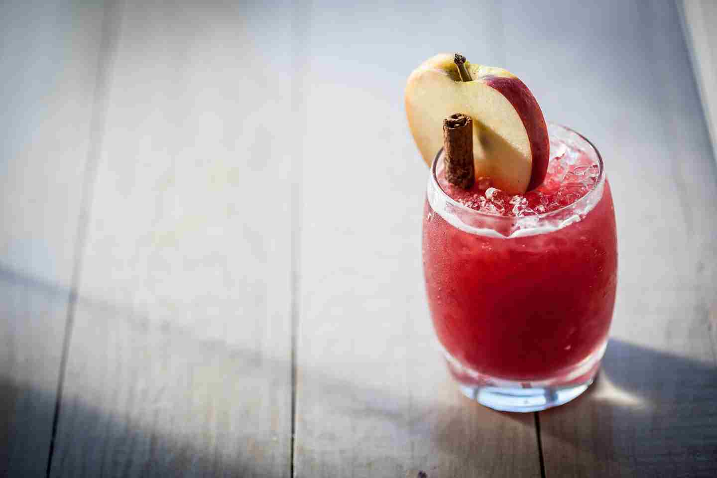 Strawberry-and-apple-crumble-cocktail.jpg
