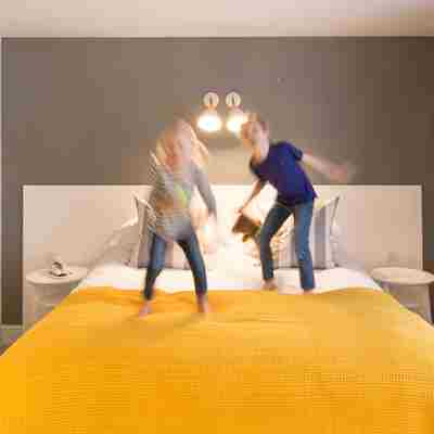 Kids-jumping-on-the-bed.jpg