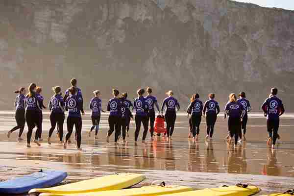 Large-group-surf-lesson-with-the-Extreme-Academy.jpg